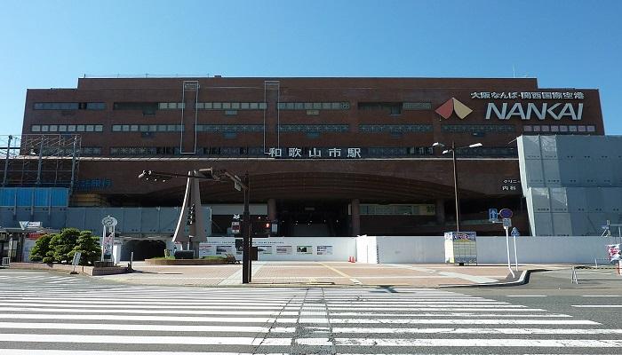 南海和歌山市駅東口前広場