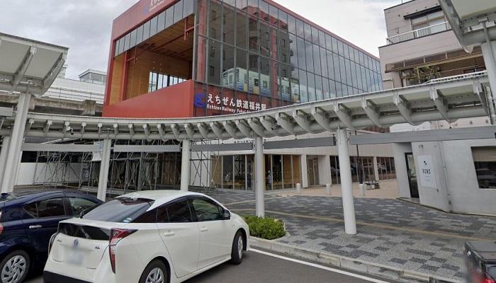 福井駅西口広場(恐竜広場)