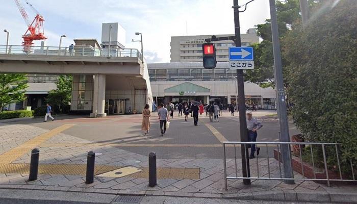 横浜情報プラザ前