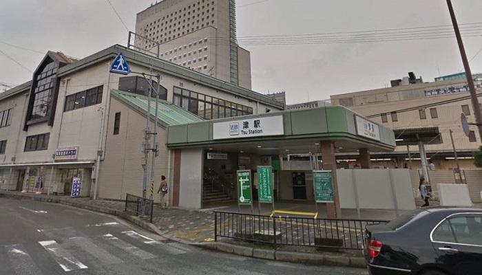 JR津駅西口広場