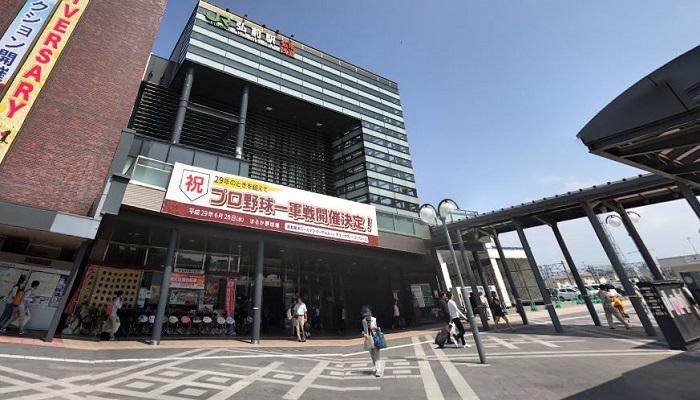 JR弘前駅西口広場