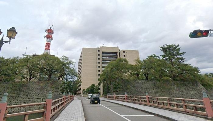 福井県庁前